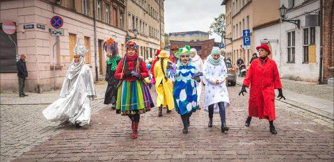 Parada teatralna – otwarcie Międzynarodowego Festiwalu Teatrów Lalek w Toruniu – 15 październik 2016 r.